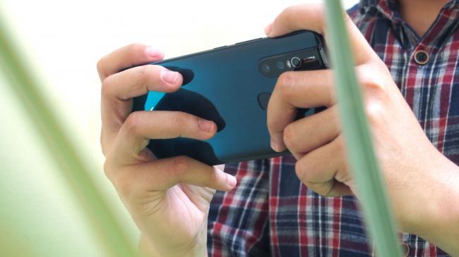 Bermain Game Di Ponsel Android