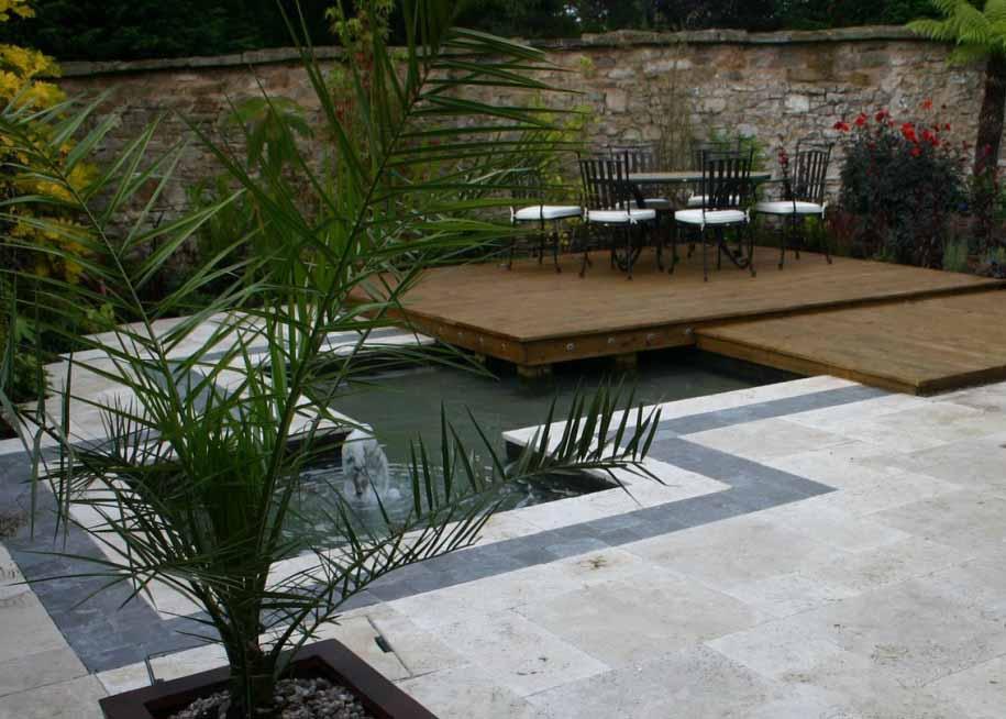 Taman Depan Rumah Minimalis Modern Dengan Gazebo Bersantai
